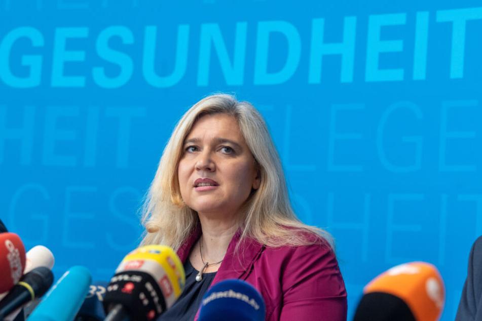 """Bayerns Gesundheitsministerin Melanie Huml (CSU) zeigt sich besorgt: """"Es gibt noch keinen Grund zur Entwarnung."""""""