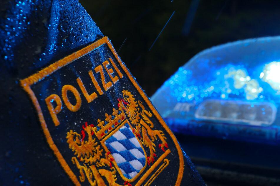 Überfall auf Discounter: Polizei sucht Täter und seine Komplizin