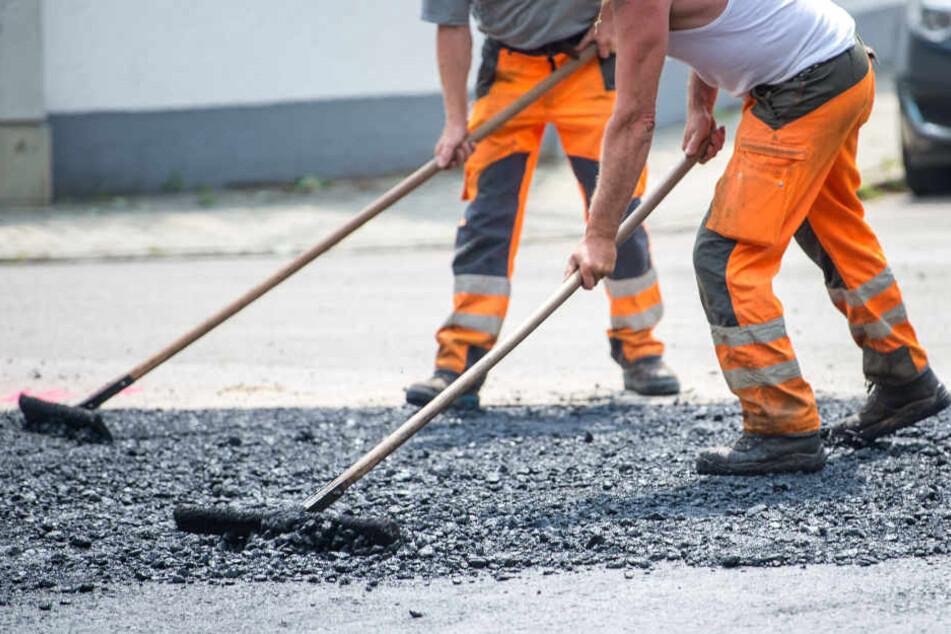 Die Bauarbeiten an manchen Straßen in Bielefeld dauern bis Anfang September an. (Symbolbild)