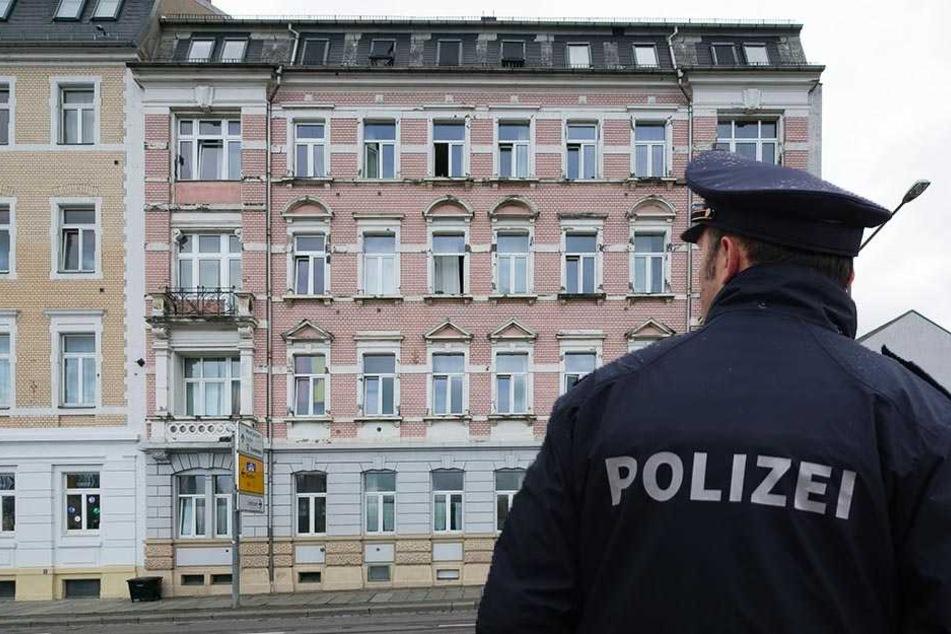 In einem Asylheim auf der Waltherstraße kam es jetzt zu einer Auseinandersetzung. (Bildmontage)