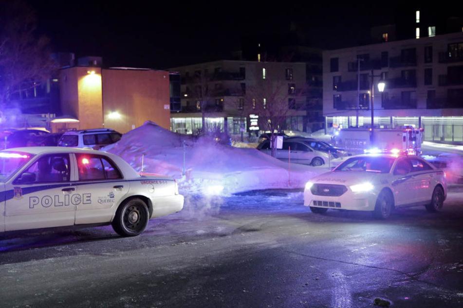Mutmaßliche Terroristen haben während des Abendgebets eine Moschee in der kanadischen Ostküstenmetropole Quebec gestürmt und mehrere Menschen erschossen.