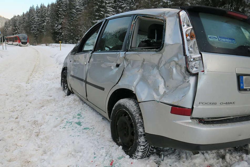 Der Ford wurde bei dem Unfall erheblich beschädigt.