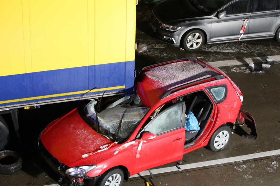 Bremsen ging nicht mehr. Die Fahrzeuge krachten mit voller Wucht ineinander.