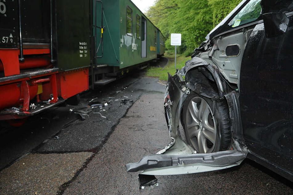 Unfall in Seifersdorf: Opfelfahrerin übersieht Zug der Weißeritztalbahn