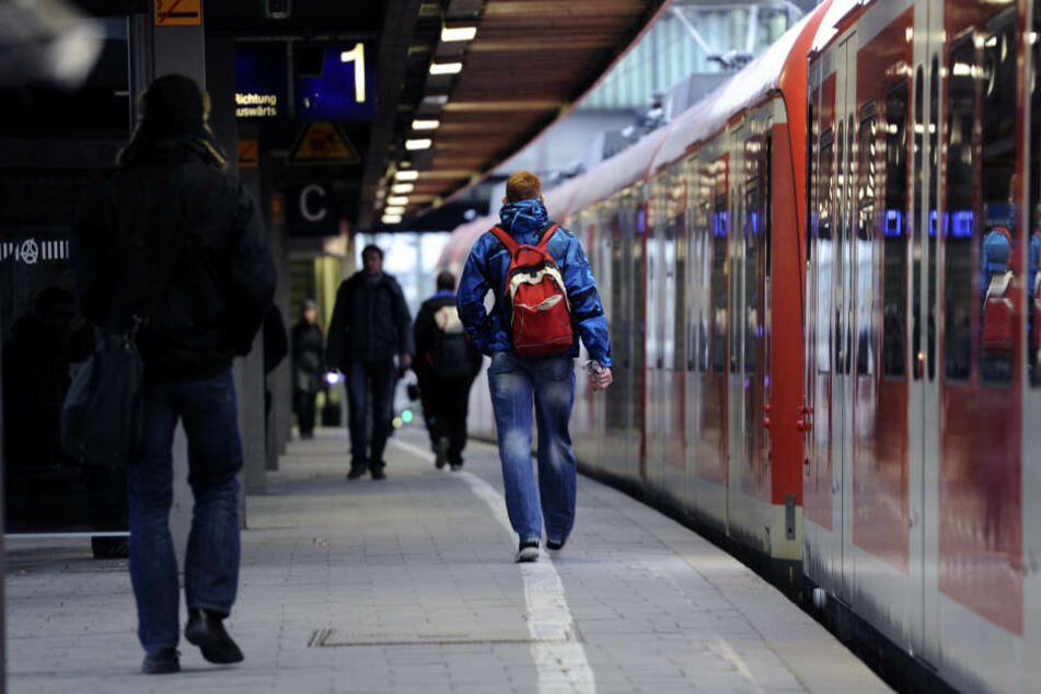 Der S-Bahnverkehr wurde durch die Auseinandersetzung eingeschränkt. (Symbolbild)