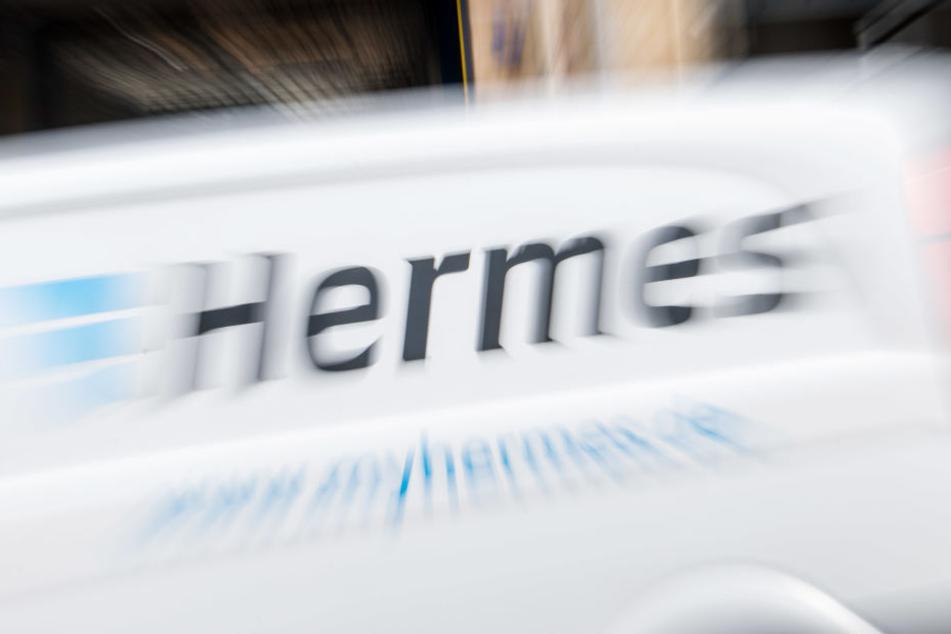 Ein Hermes-Bote fand es offenbar nicht so cool, dass die Empfänger nicht zu Hause waren. (Symbolbild)