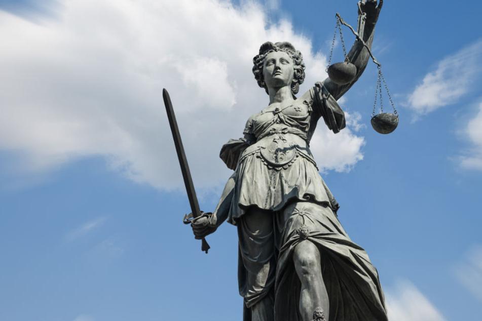 27-Jähriger stach mehrfach auf Asylbewerber ein, nun steht er vor Gericht