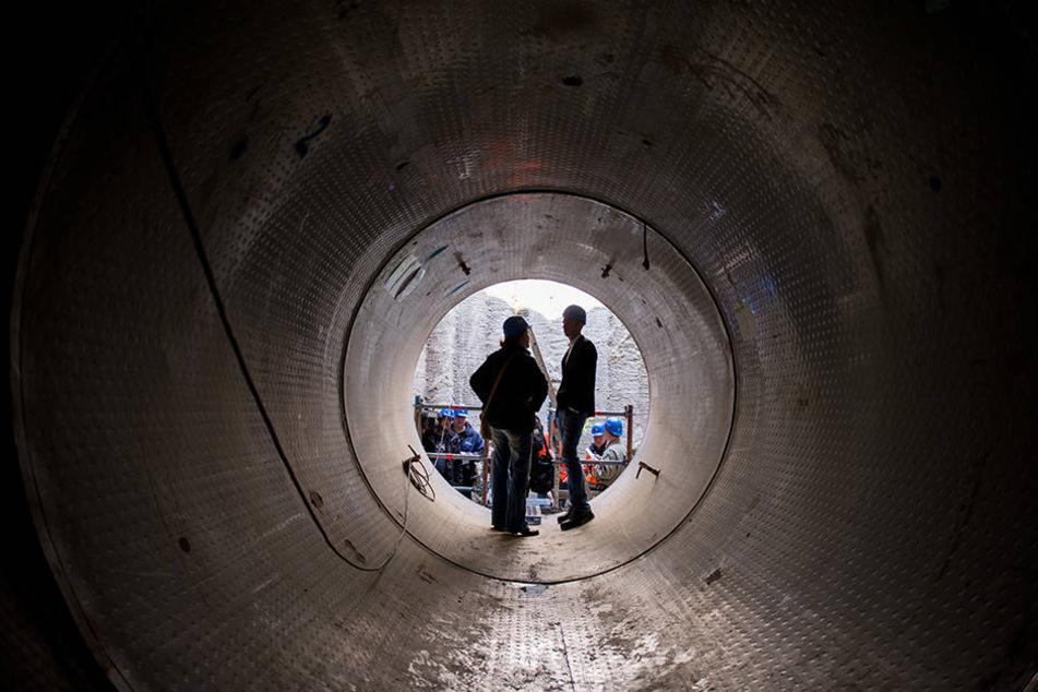 Der Teil einer Mauer im Abwasserkanal sei eingebrochen. Dies macht die Vollsperrung stadtauswärts nötig (Symbolbild).