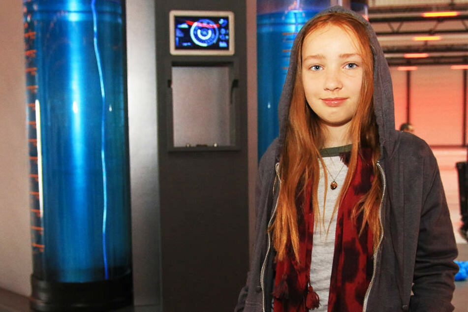 """Ruby M. Lichtenberg (12) spielt die kleine Superheldin """"Sue""""."""