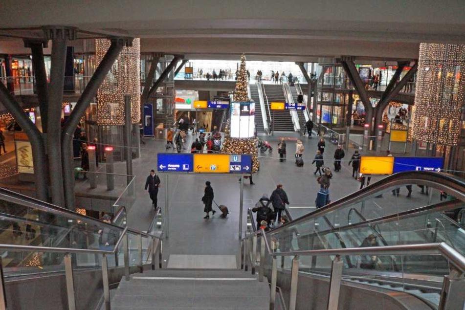 Die Polizei in Berlin hat am Freitagmorgen Teile des Hauptbahnhofs gesperrt.