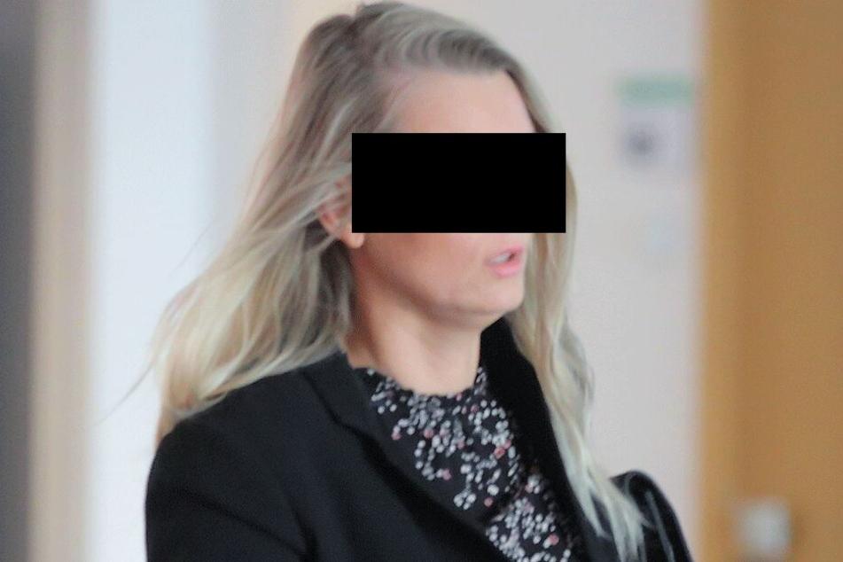 Dana K. (40) musste Mittwoch vor Gericht, weil sie ihre Kinder geschlagen und ihre Mutter mit einem Blumentopf beworfen hatte.