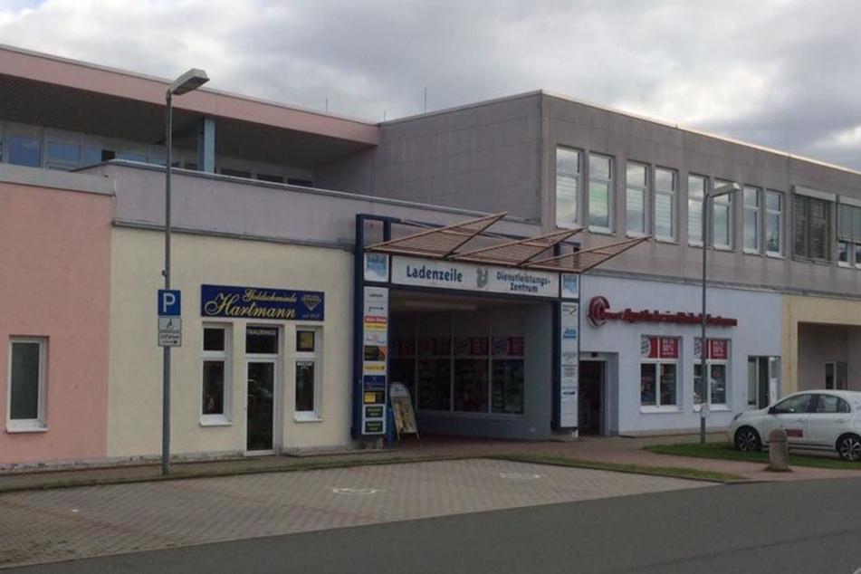 Der Unbekannte überfiel ein Juweliergeschäft im Baikalcenter in Zwickau.