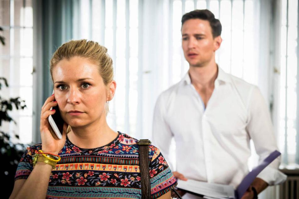 """Durch ein Missverständnis wurde Hauptfigur Jenny in der RTL-Serie """"Jenny - echt gerecht"""" die neue Bürohilfe von Anwalt Maximilian."""