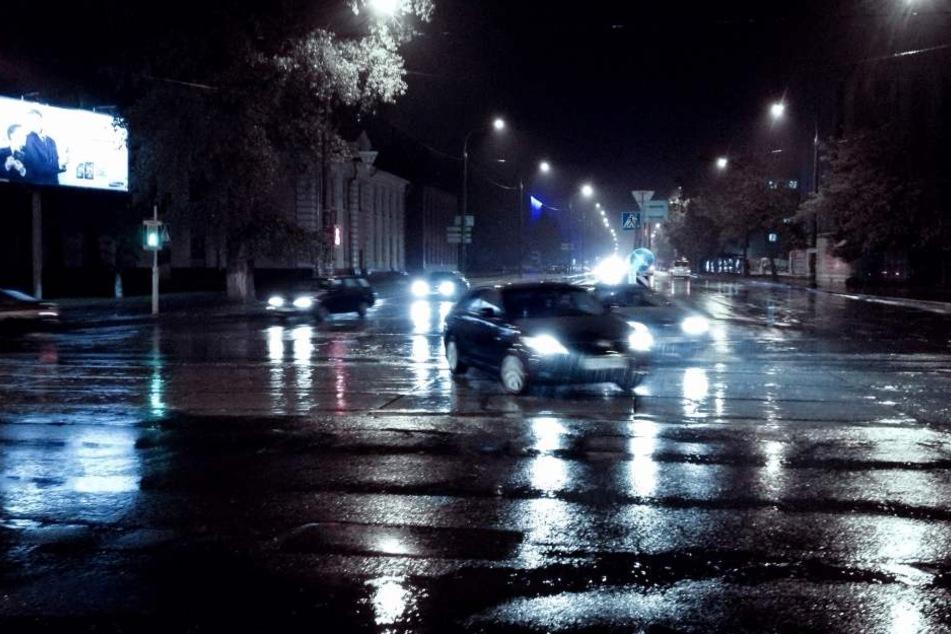 Überfrierende Nässe macht Straßen im Winter gefährlich. (Symbolbild)