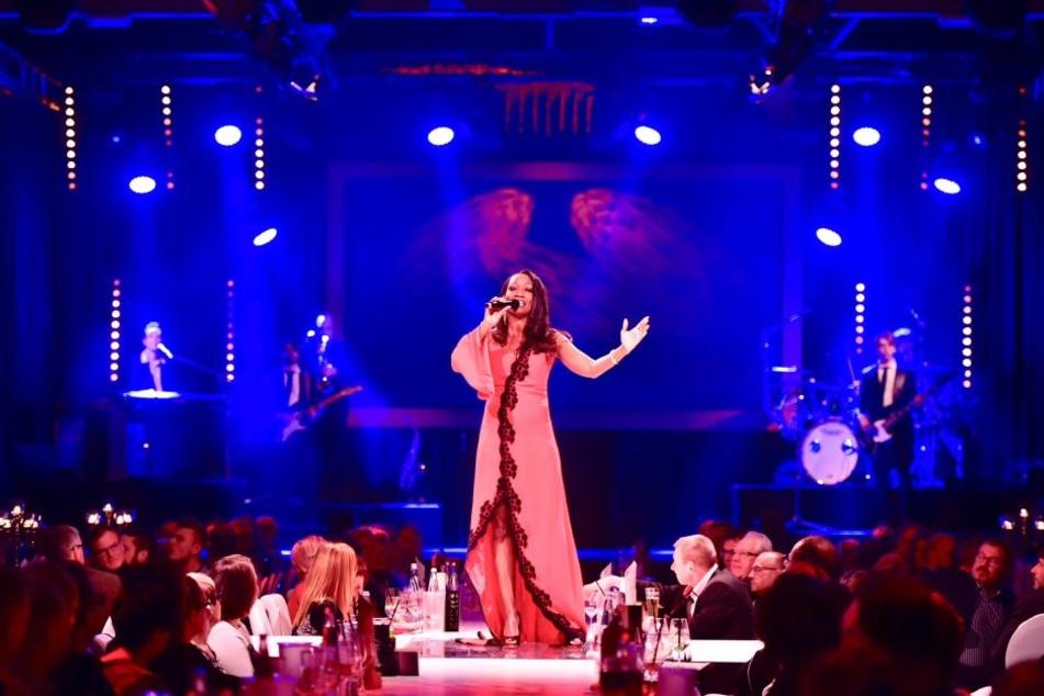 Sängerin Della Miles war Teil des schillernden Showabends.