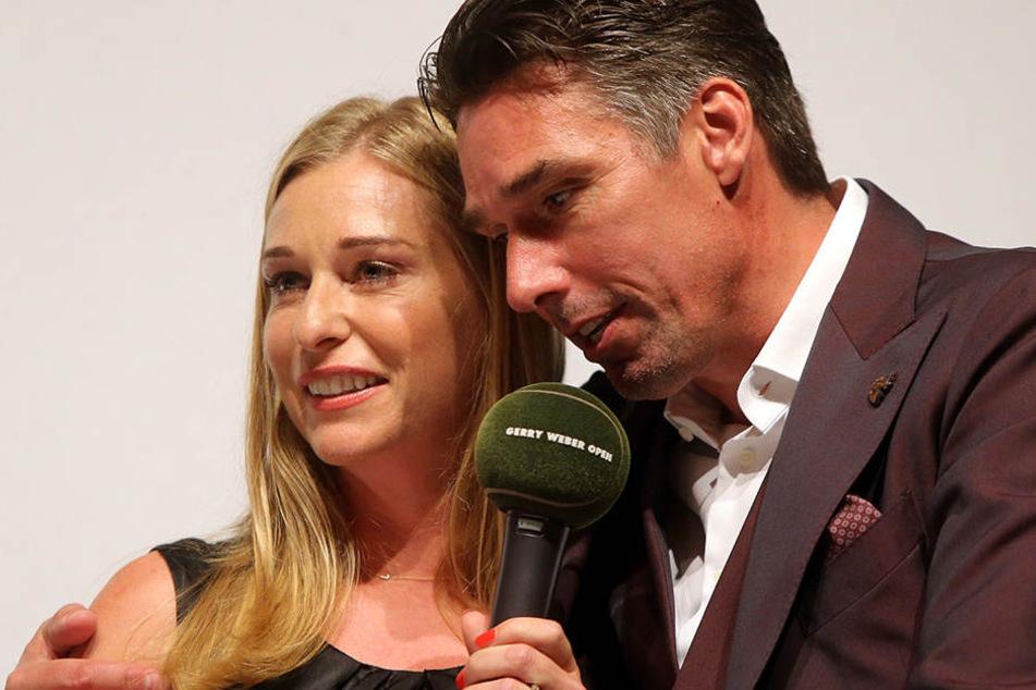 In charmanter Begleitung: Wimbledonsieger Michael Stich und Moderatorin Barbara Schett.