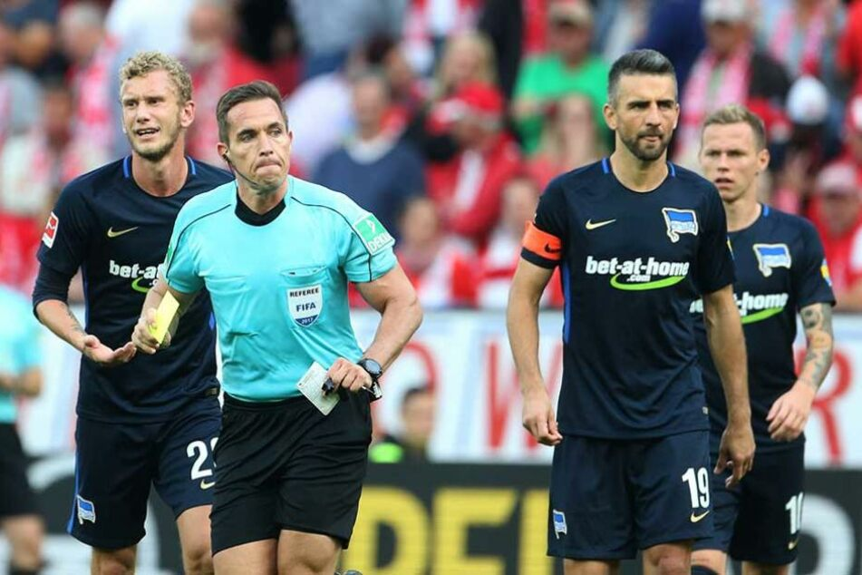 Schiedsrichter Tobias Stieler hatte im Spiel gegen Mainz Ibisevic des Feldes verwiesen.