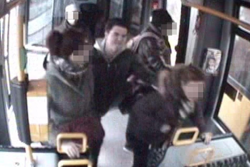 Frauen verprügelt Polizei sucht den brutalen Schläger aus der M2