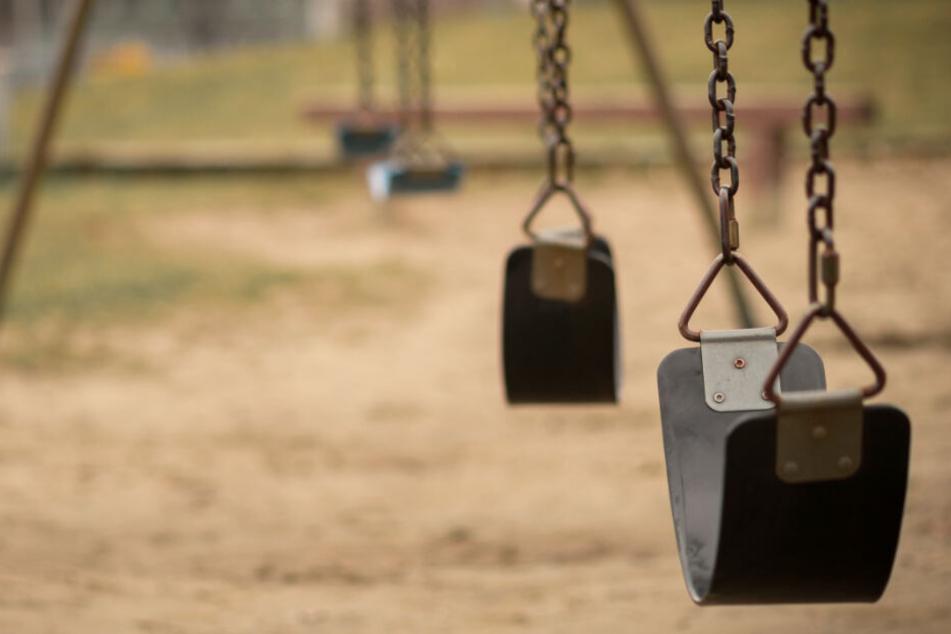 Ein Paar hat vor den Augen von Kindern Sex, die Polizei greift ein. (Symbolbild)
