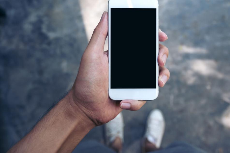 Jugendlicher verliert Handy: Finder verlangt dreiste Summe