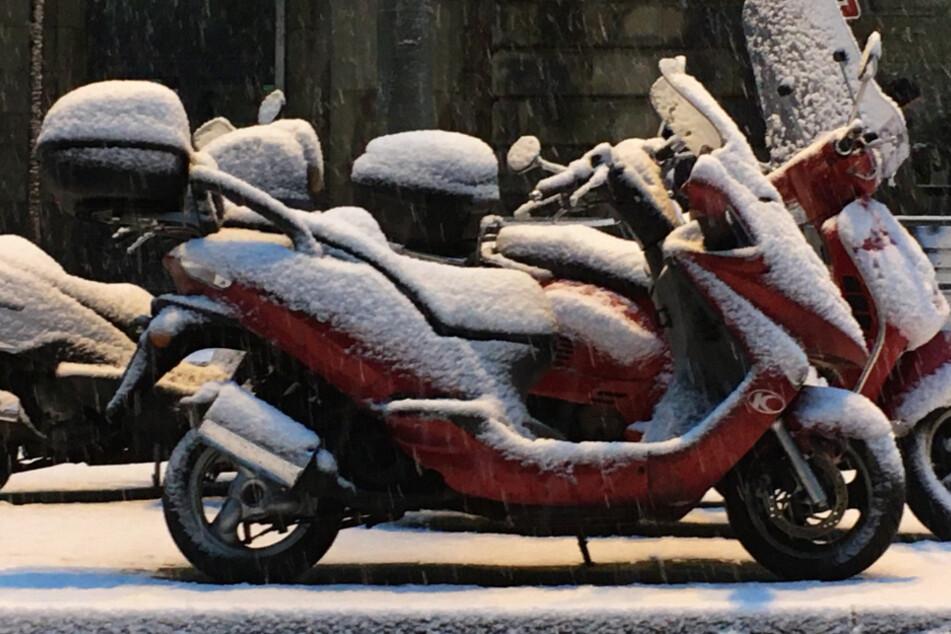 Schnee in Frankfurt und ganz Hessen: Glatte Straßen für Autos und Busse