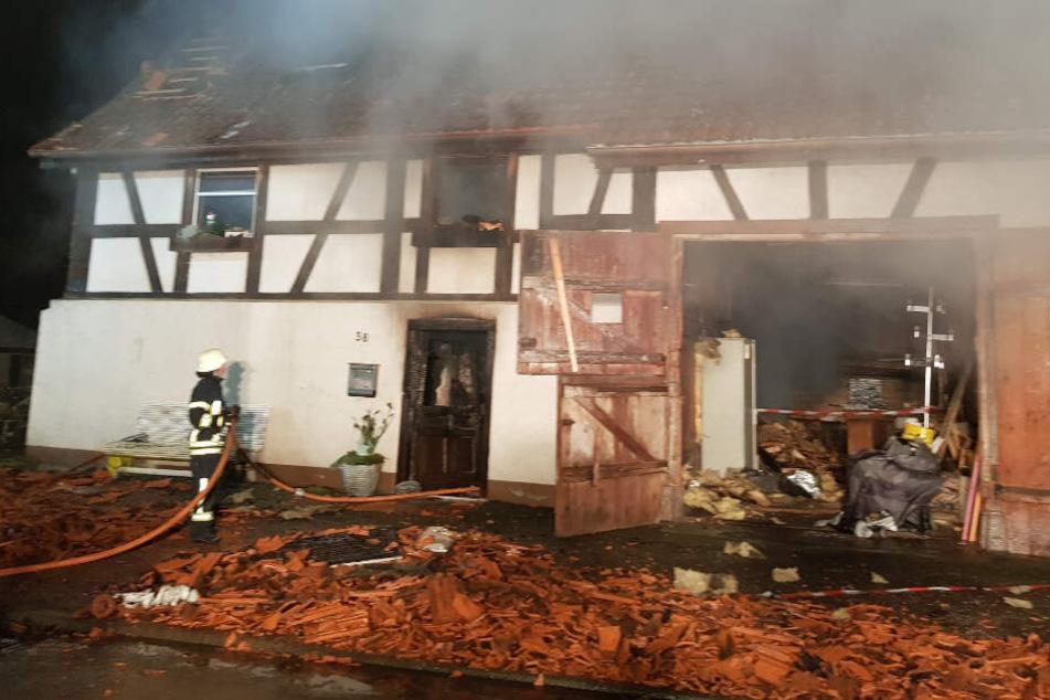 Mann stirbt bei Brand eines Bauernhauses in den Flammen