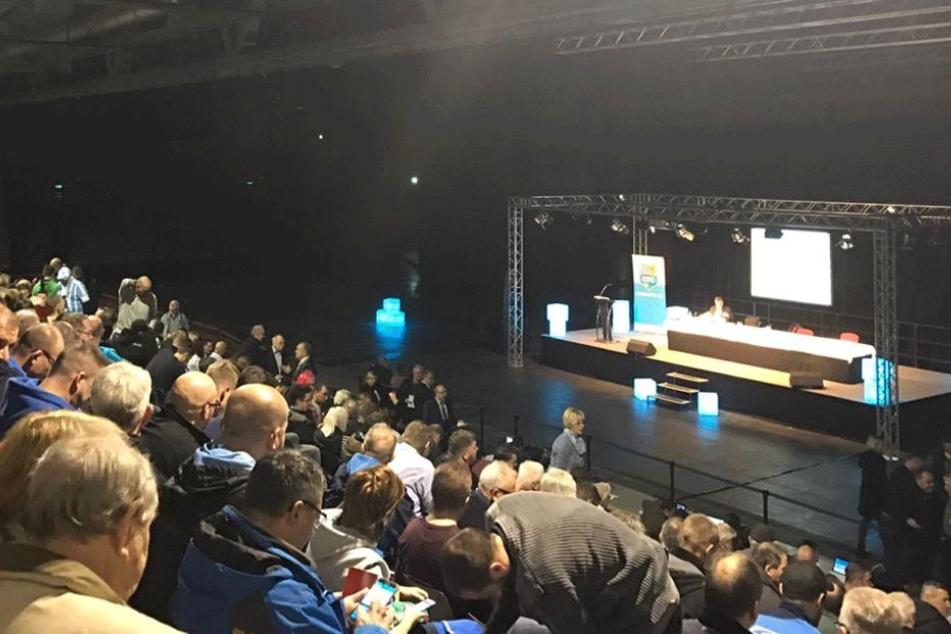 Großer Andrang bei der Mitgliederversammlung des CFC in der Chemnitz Arena.
