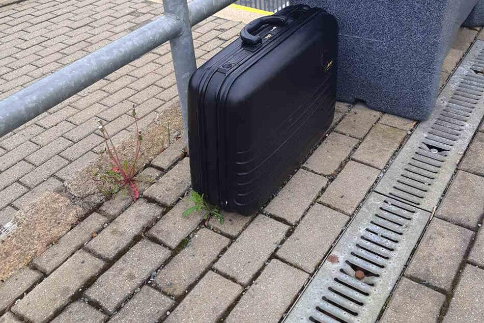 Herrenloser Koffer sorgt für Polizei-Einsatz im Vogtland! Das war drin...