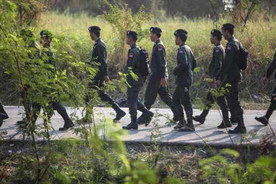 Die thailändische Polizei durchkämmt das Gebiet um den Wohnort der Frau und des tatverdächtigen Mannes aus Brandenburg. (Symbolbild)