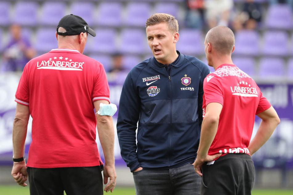 Gibt es das nur in der 2. Bundesliga? Im August waren Gerhard Kleppinger (62, links) und Stefan Kulovits (38, rechts) noch hauptverantwortlich beim SV Sandhausen. Jetzt sind sie wie Aleksej Shpilevski (33) beurlaubt worden.