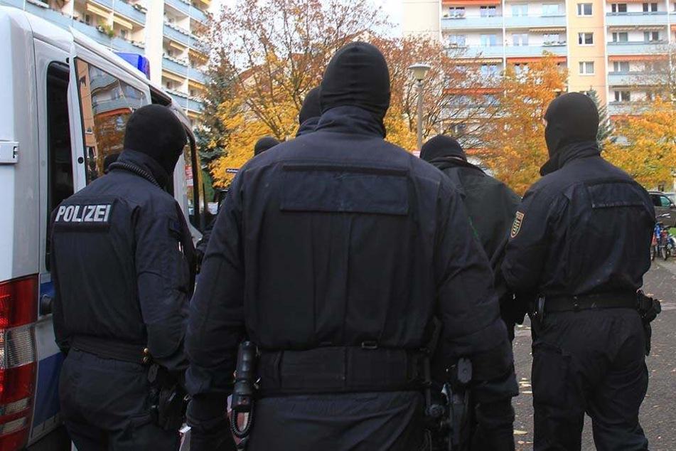 Mehr als 400 Polizeibeamte waren beteiligt.