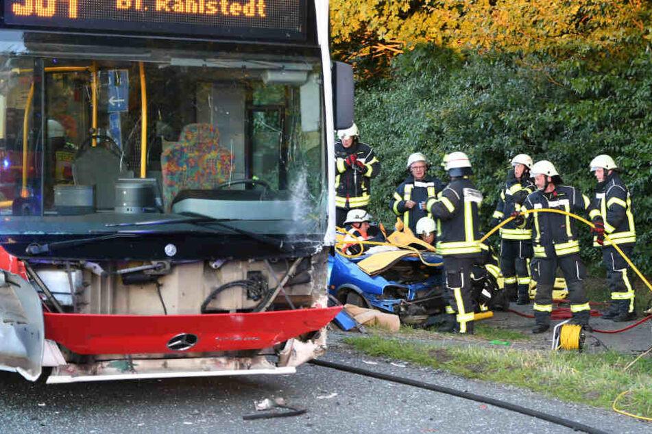 Schwerer Busunfall bei Hamburg: Neun Menschen verletzt!