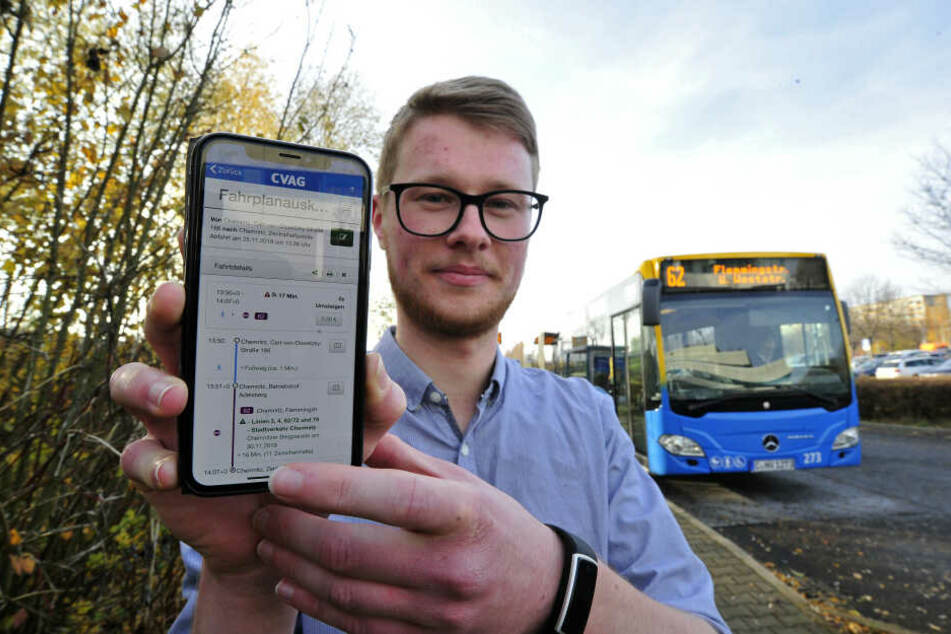 Produktmanager Björn Bastian (24) präsentiert die neue CVAG-App. Entwicklungskosten: 1400 Euro.