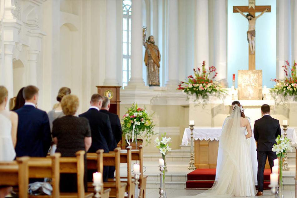 Die Hochzeitszeremonie in einer polnischen Kirche kann auch schon mal teuer werden. (Symbolbild)