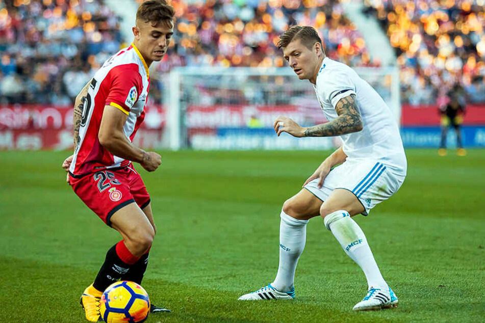 Erfahrung auf höchstem Niveau: Pablo Maffeo im Trikot vom FC Girona im Duell mit Real Madrids Toni Kroos.