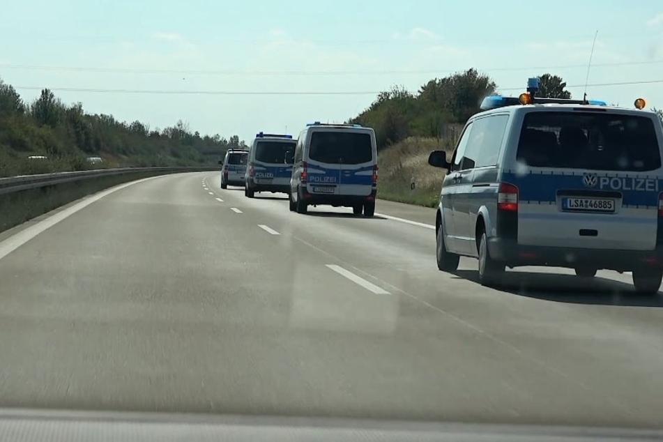 Die Polizei setzt auch an diesem Sonntag wieder auf Präsenz. Einsatzkräfte rücken aus allen Richtungen an.