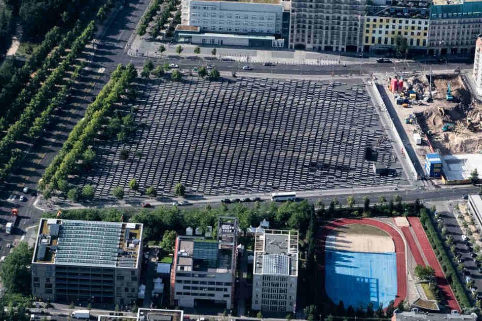 Das Holocaust-Mahnmal in Berlin von oben.