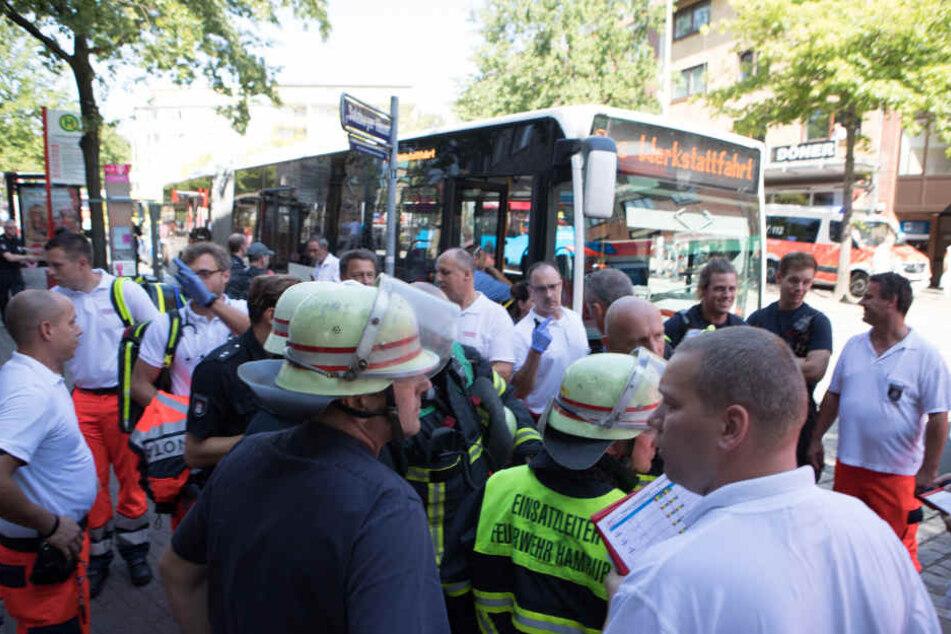 Die Feuerwehr Hamburg rückte mit einem Großaufgebot aus, um sich um die Verletzten zu kümmern.