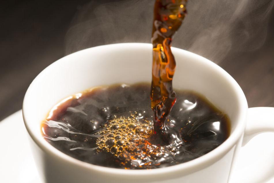 Noch vor dem ersten Kaffee: Die Bohnen in einer Röstmaschine in München wurden so heiß, dass sie Feuer fingen. (Symbolbild)