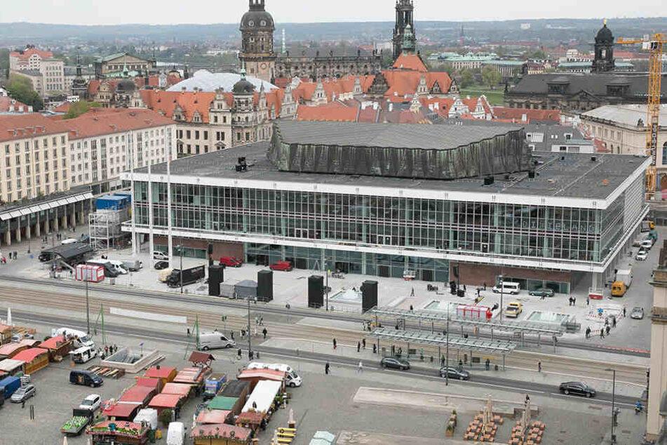 Nach fast 1300 Tagen Bauzeit öffnet der Kulturpalast endlich wieder seine  Tore.