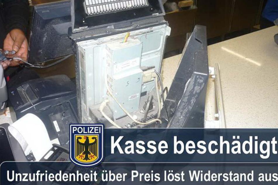 Ein 40-jähriger Serbe rastete in einer Münchner Burgerking-Filiale komplett aus und schrottete eine Kasse.