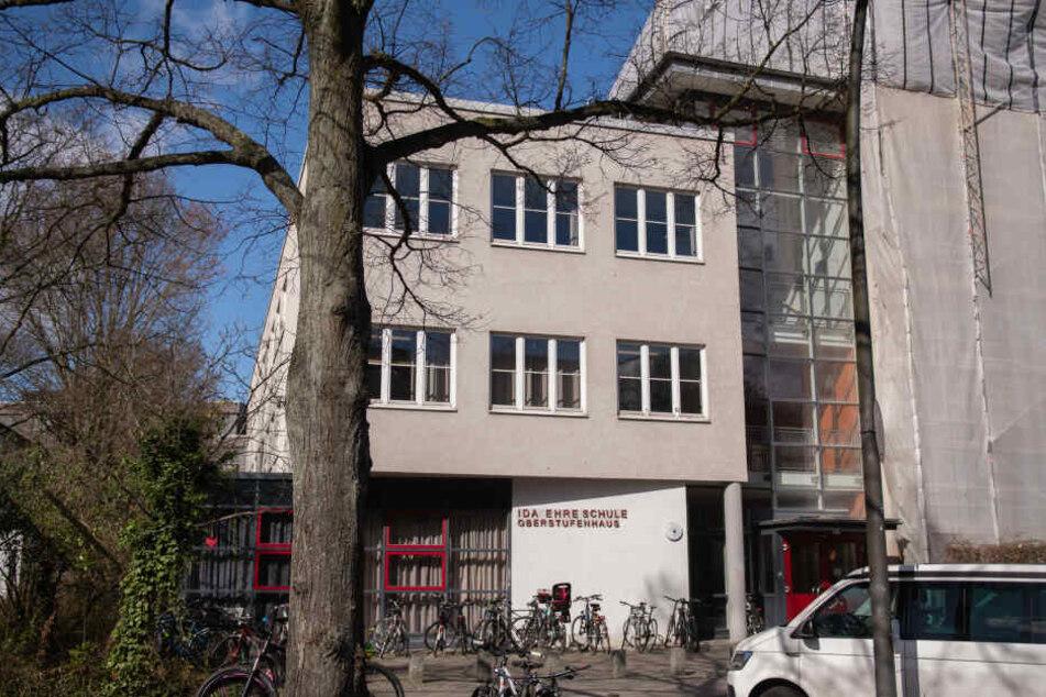 Das Oberstufenhaus der Ida Ehre Schule. Hier war die Hamburger Schulbehörde wegen polizeifeindlicher Slogans und linksextremer Aufkleber an der Ida Ehre Schule eingeschritten.