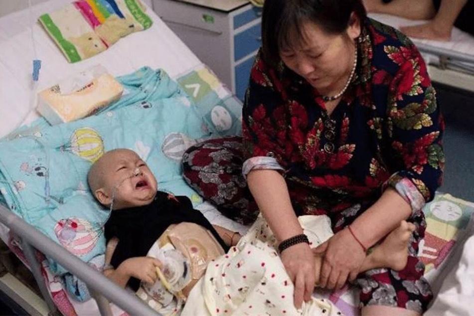 Nach der Krebsdiagnose, wurde dieser kleine Junge von seiner Mutter verlassen!