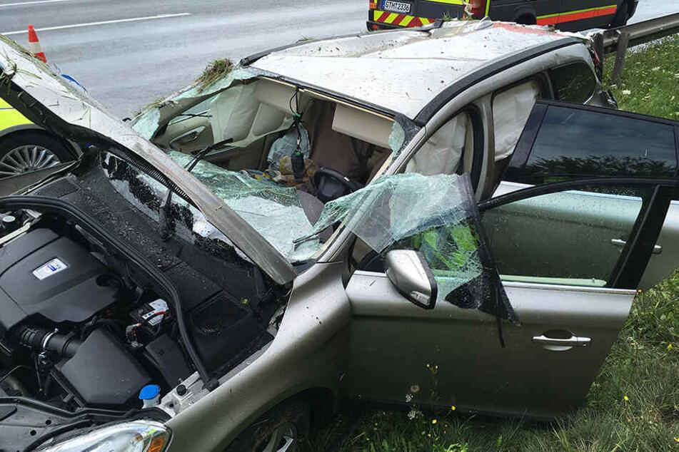 Am Volvo entstand Totalschaden nach der unfreiwilligen Rutschpartie.