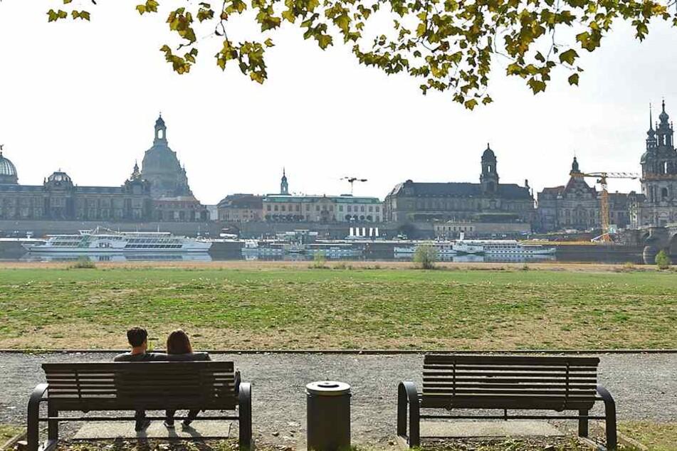 Diesen exklusiven Blick übers Königsufer auf das Altstadtpanorama kann der künftige Eigentümer genießen.