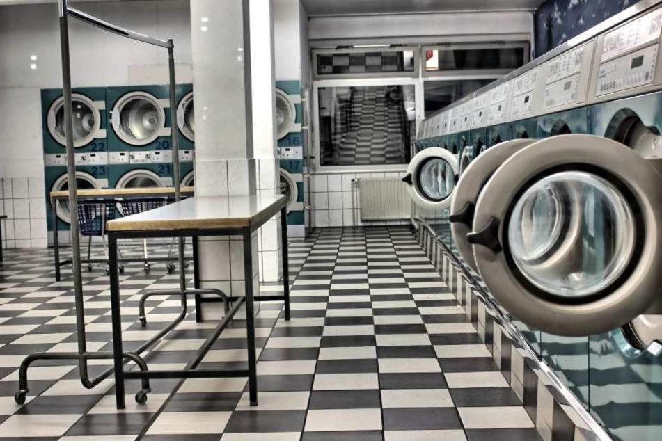 Keiner in dem Waschsalon an der Uni traut sich mehr, seine Wäsche in die Maschine zu stecken. (Symbolbild)