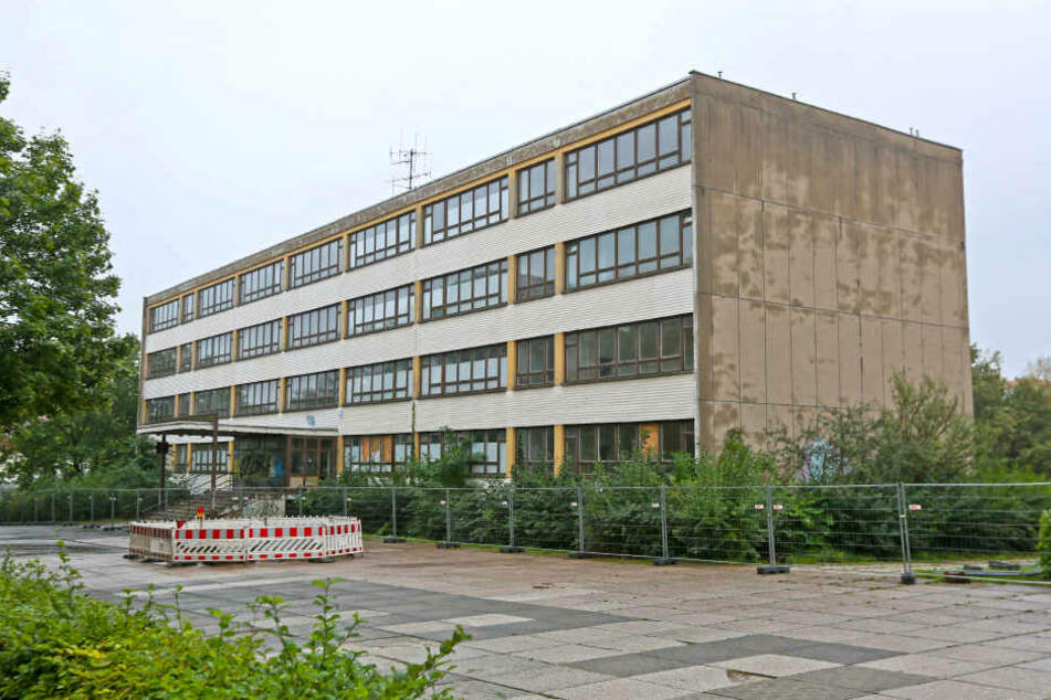 An der ehemaligen Rudolf-Weiß-Schule I rücken am Montag die Bagger an.