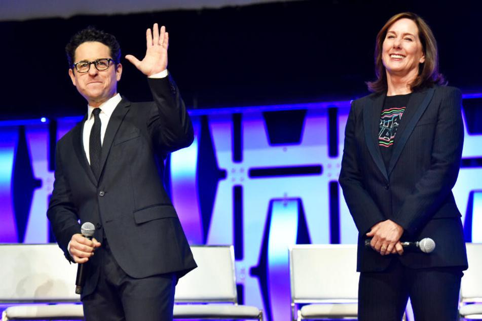 J.J. Abrams (l.), der bei den Episoden 7 und 9 Regie führte und Produzentin Kathleen Kennedy haben einige fragwürdige Entscheidungen getroffen.