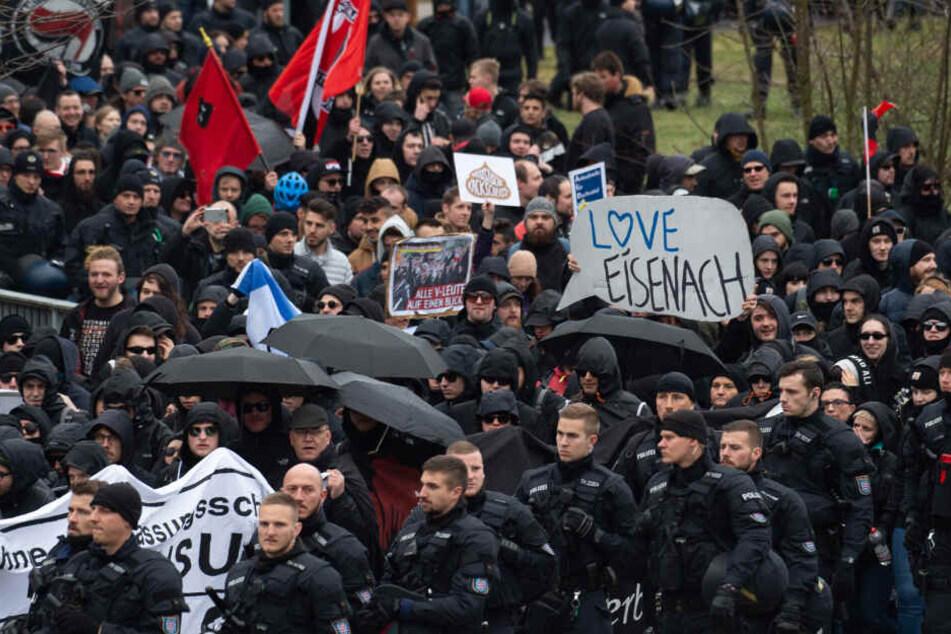 Die Demonstranten wurden von einem Großaufgebot der Polizei begleitet.