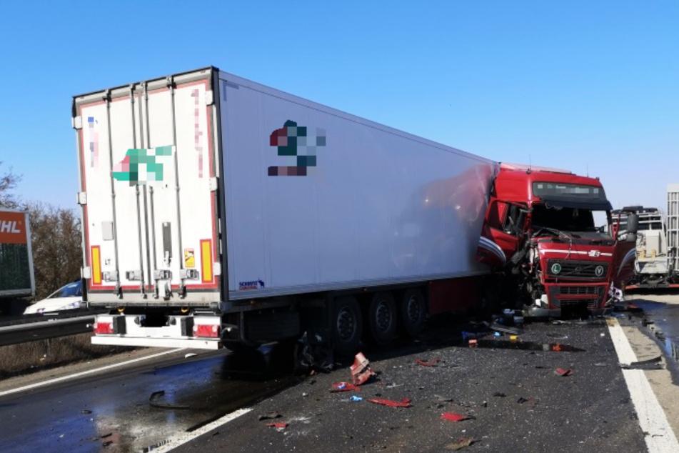 Unfall A61: Schwerer Lastwagen-Unfall sorgt für Vollsperrung